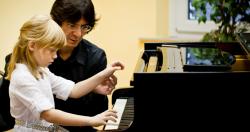 Klavierunterricht mit Kindern in der Musikschule Berlin